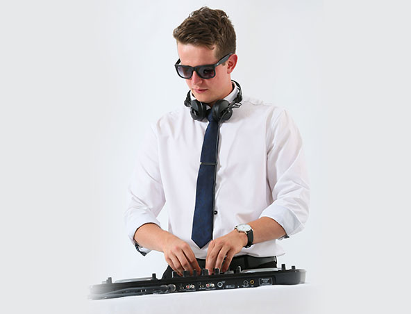 Wedding DJ Aaron - Melbourne Djs - Disc Jockey