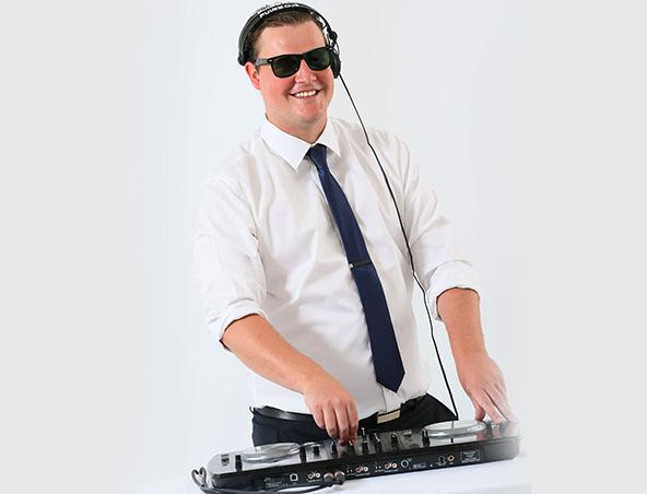 Wedding DJ James - Melbourne Djs - Disc Jockey