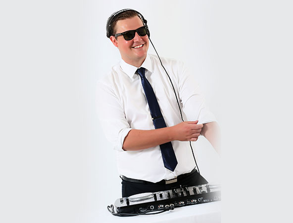 Wedding DJ James - Melbourne Djs - Disc Jockey