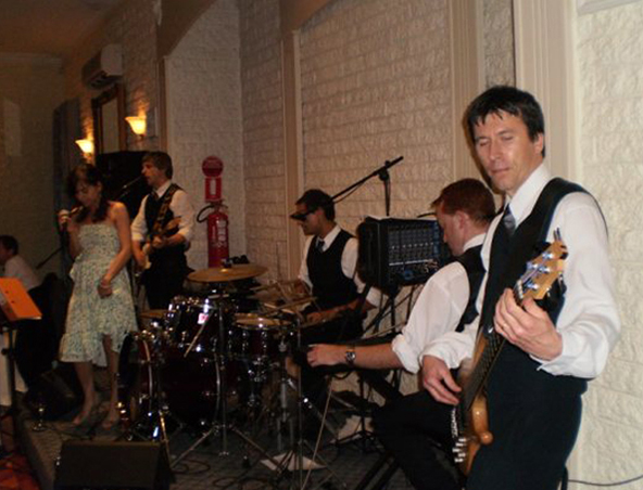 Rendezvous Cover Band - Singers Musicians Entertainers - Wedding Band