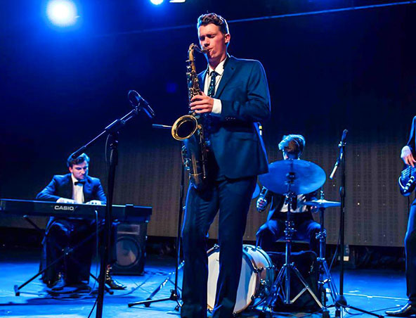Mebourne Saxophone Player - Leo