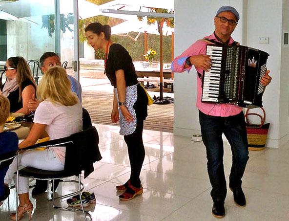 Melbourne Piano Accordion Player